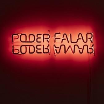 Regina Parra, Poder falar, Escultura de neon, 2020, 13x60 (Galeria Carbono foto)