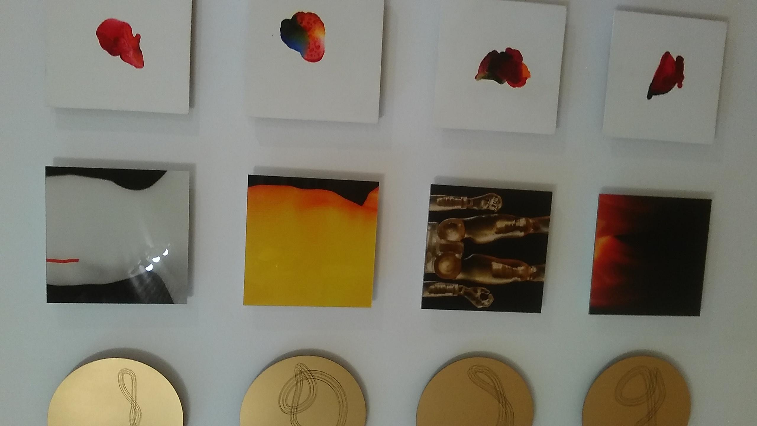 Pixels Obras de  Sandro Pekeno (en medio) y Ricardo Benaim (izquierda)