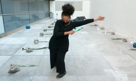 Performance de Carmen Luz (Foto Renata Mello)